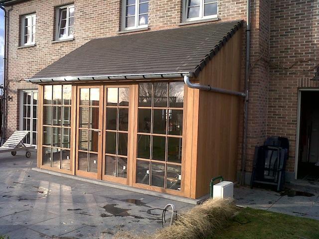 Uitbouw hout uitbouw schutting en schuur ontworpen in hout met